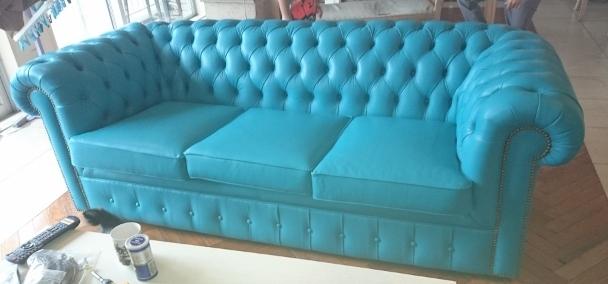 クラシカルなデザインのソファ張替