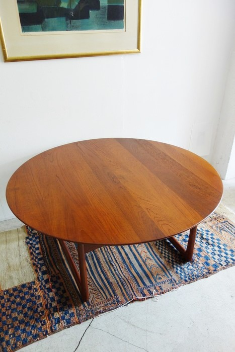 Round Coffee Table design by Peter Hvidt&O.M.Nilsen