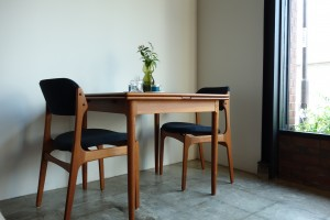 DK DINING TABLE