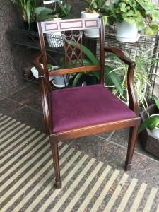 アンティークな風合いの椅子の張り替えと塗り直し knockonwood 自由が丘