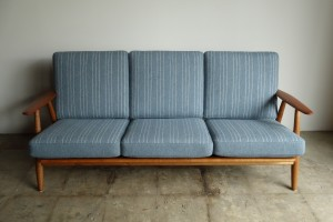 GE240 3SEATER BY HANS J.WEGNER