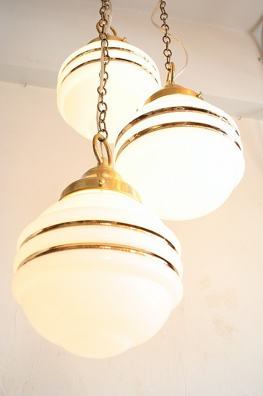 3-bulbs Glass shade light