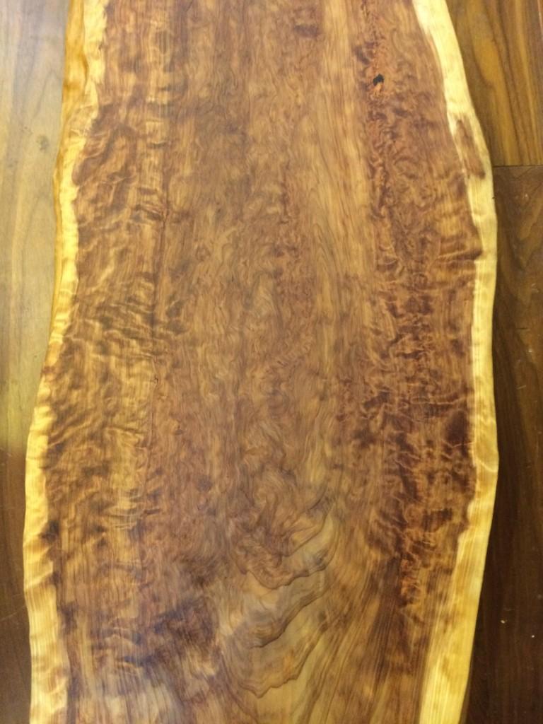 屋久杉(薩摩杉)のこぶの模様です。 自然の芸術品ですね