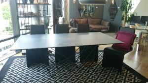セラミック天板のダイニングテーブル