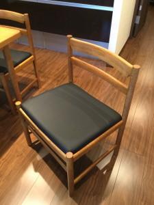 リフォームと同時に椅子に張り替えと塗り直し