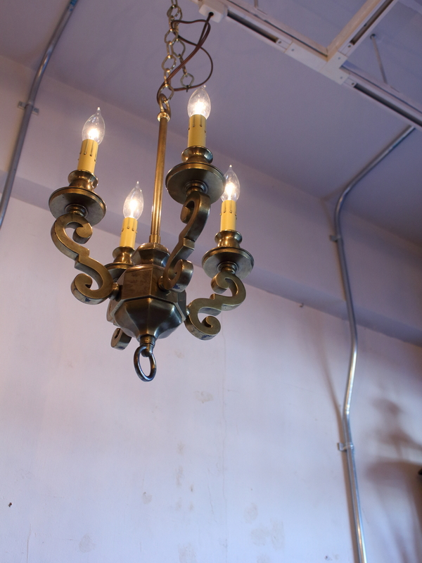 Art Deco Design Chandelier (4-bulbs).