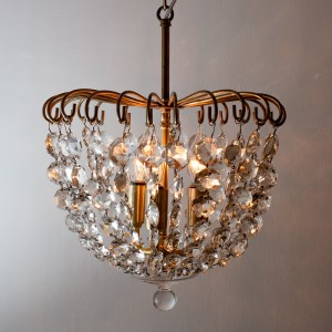 aston_garret_room_chandelier