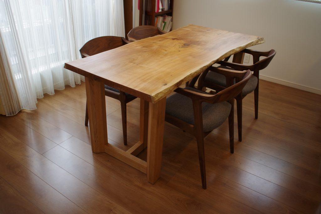 くるみ一枚板テーブル&アームチェア(ブラックウォールナット材)