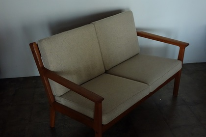 GE265 2seats sofa by Hans J. Wegner